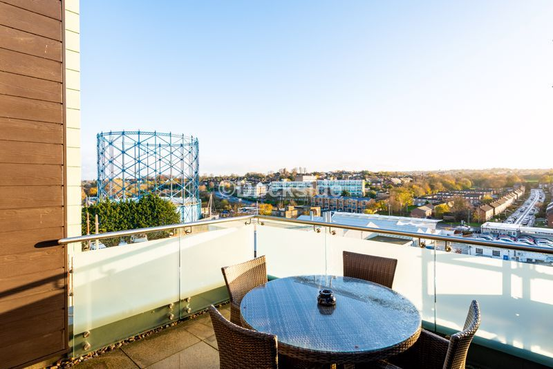 4 bed flat for sale in The Hamptons  - Property Image 10